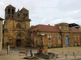 Souvigny place église cité médiévale